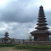 ブラタン湖畔の有名寺院