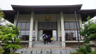初代掛川藩主となった松平定勝の長男、定友の菩提を弔うために創建された寺