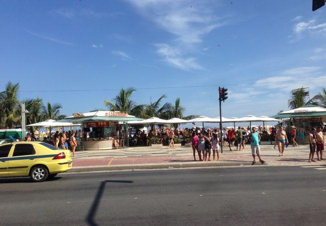 コパカバーナ・ビーチに面したメインストリート