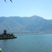 ブラタン湖畔に浮かぶウルン・ダヌ・ブラタン寺院