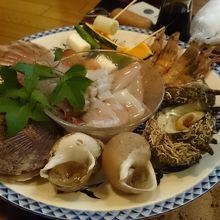 ボリューム満点で、新鮮な魚介類です!