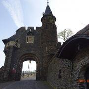 歴史ある美しくて楽しいお城です。