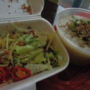魚粥と刺身サラダがおすすめ