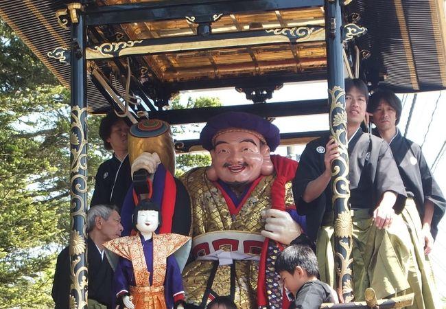 越中の小京都・城端の春を彩る雅なお祭りです。