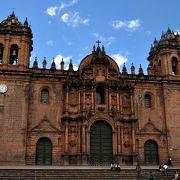 荘厳な教会