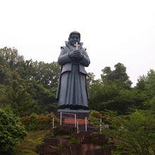 この天草四郎の像が目印です。