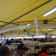 テントの中で雨の日も大丈夫です。