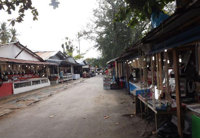 タイのプーケット島 (19) ラワイ シージプシー村(ラワイビーチ)のミニパイナップルが美味しい