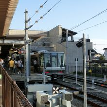 長浜駅2番線ホーム、前にも電車が停まってる