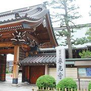 JALホテルの裏のおおきな伽藍の真宗大谷派のお寺。