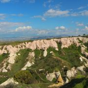 岩にあけられた小さな穴は、愛の巣〜エジプトでは食用の鳩…トルコでは肥料用!?〜