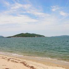 駅の近くには素晴らしい海岸です。