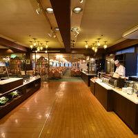 バイキング会場です 大江戸温泉よりは、すこし上の料理かな?