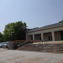 石川県立美術館