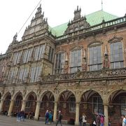豪華壮麗な市庁舎