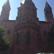 賑やかなマルクト広場横の大聖堂