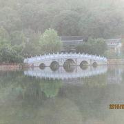黒龍潭に映る玉龍雪山は絶景です。