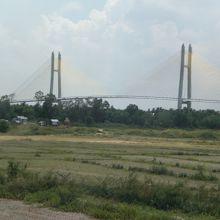 つばさ橋を遠方から見た様子です。