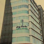 ノロドム通り独立塔の南に国際協力機構JICAカンボジア事務所があります。