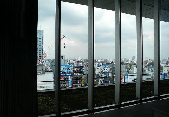 上層階からは見晴らしがよく、渋谷駅周辺がよく見えます。