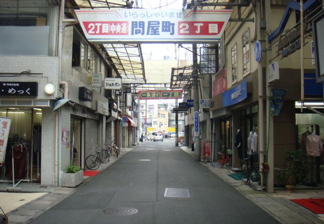 昭和の面影が漂う商店街