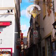 リューデスハイム観光で欠かせないスポット! お土産屋さんやレストランが並びます。