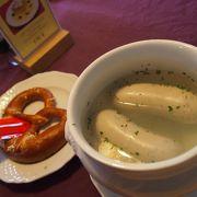 白ソーセージの美味しさに感動! 揚げたてのBavarianドーナツも美味しかった! ヴィース教会に行った際は是非オススメ!