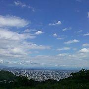 ラベンダーも札幌の街並みも楽しめます
