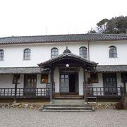 四国最古の木造小学校です。