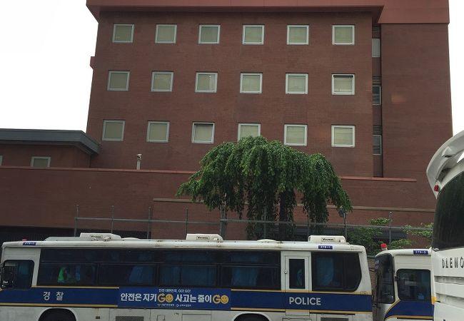 日本大使館でございます