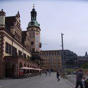 マルクトに面している歴史的な建物です。