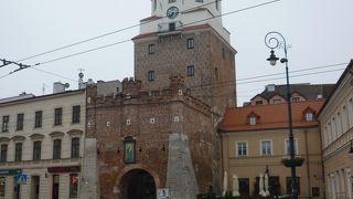 旧市街に抜ける門