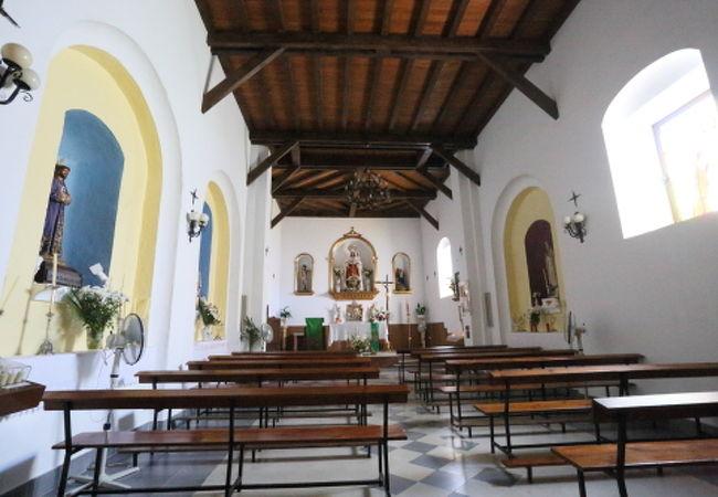 白い村の白い教会