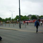 トラムと地下鉄に乗換便利なバスターミナル