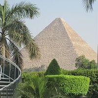 部屋から見えるピラミッド