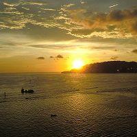 クラブラウンジから見た海に沈む夕日