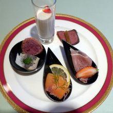 総合リゾートホテル ラフォーレ修善寺 ホテル棟のレストランの春野菜とシーフードブッフェの夕食