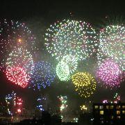 12000発の花火が夜空を彩る
