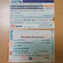 上が行きのチケット、下が帰りのチケット