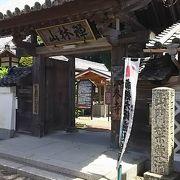 日本初の和訳聖書の出版に協力した音吉らの墓あり