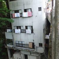 サプライズ、6階建、写真のさらにもう一つ上に最上階あり