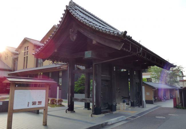 旧豊岡県庁正門