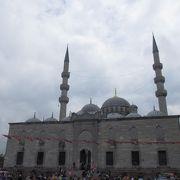 ガラタ橋のすぐそば、旧市街側にあるモスク