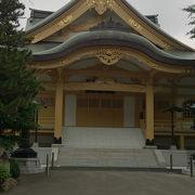 存在感抜群の寺院