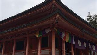 1937年に建立され、壇信徒の先祖回向の道場です。本尊は丈六の阿弥陀如来です。