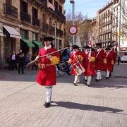 風情ある旧市街地、旧市街地のカタルーニャの愛郷心を感じられる