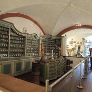 18世紀の薬局が再現されていて興味深く見学できます