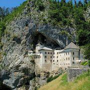 鍾乳洞の一部が城なのか、城の一部が鍾乳洞なのか?
