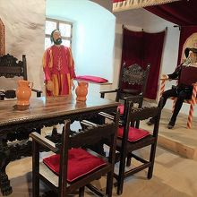 洞窟城内の展示のひとつ。これは騎士の間。