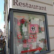 赤いパッケージの「学生のキス」で有名な老舗カフェ